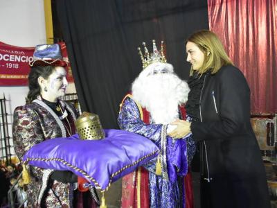 Varios miles de infantiles vieron a los tres Reyes Magos desfilar por las calles de Archena