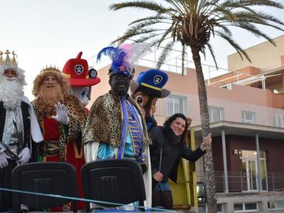 Los Reyes Magos reparten cientos de regalos y obsequios en La Algaida