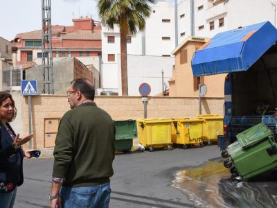 Realización y acabado de los nuevos trabajos de baldeo de aceras y limpieza de contenedores