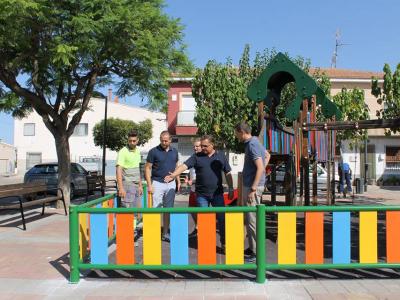 Los vecinos del barrio del Sanatorio de Archena disfrutan desde hoy de una zona de juegos más segura.