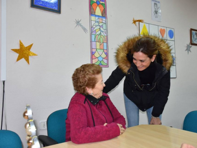 La Alcaldesa visita el Centro de la Asociación de Ayuda a Enfermos de Alzheimer y el Centro Cultural Ramón Centenero
