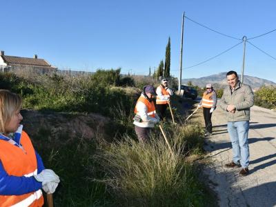 Visita del Concejal de Agricultura y Agua a los trabajadores del Programa de Fomento de Empleo Agrario
