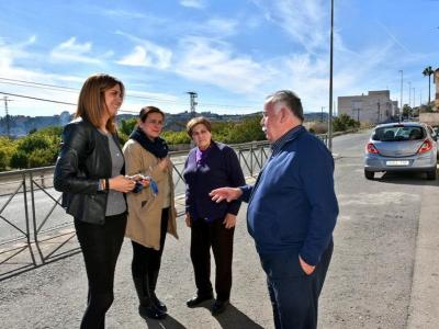 Visita a los vecinos de la Calle Ramón y Cajal de la Alcaldesa y la Concejala Mari Carmen Alcolea