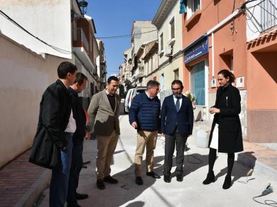 El Consejero de Presidencia y la Alcaldesa visitan las obras del Plan de Obras yServiciosde la Comunidad Autónoma