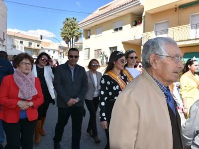 200 romeros acompañan la tradicional procesión con el patrón por las calles de LaAlgaiday Churra