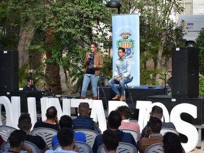 Unas 200 personas se han dado cita este mediodía en el Jardín de Villa Rías en el acto de presentación del Plan Municipal deVoluntariado