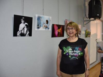 Exposición de la fotógrafa archenera, Lola Luna, en el salón de actos del Centro Cultural