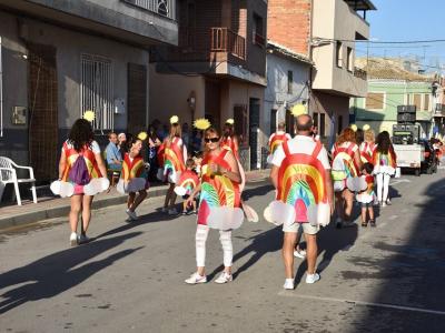 Multitudinario desfile de carrozas y comparsas en lasFiestasPatronales deLa Algaida