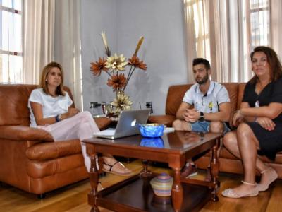 La alcaldesa recibió y felicitó al deportista Francisco López López