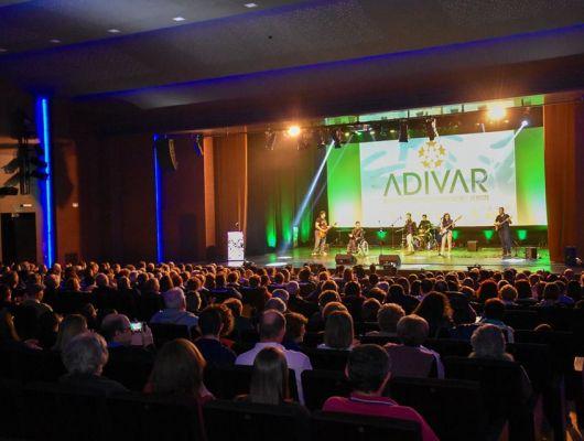 ADIVAR, Asociación de personas con discapacidad Valle de Ricote, llena el teatro de Archena de solidaridad