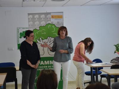 Entrega de diplomas del curso de 'Atención sociosanitariaa Personas Dependientes en instituciones sociales'