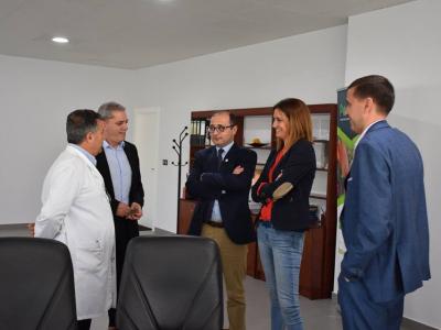 Reunión de la Alcaldesa y el director del Instituto de Fomento con responsables de la empresa archenera Pedáneo
