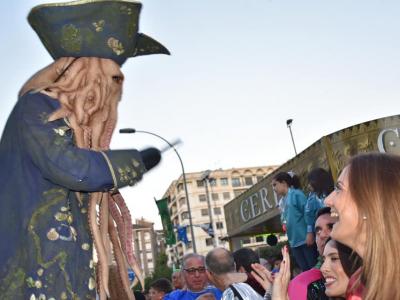 La Alcaldesa participa en el desfile del Testamento de la Sardina en Murcia