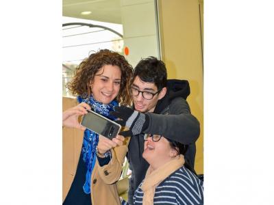 La Alcaldesa y la Concejal de Política Social visitan a los usuarios del Centro de Día