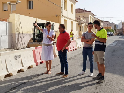 La Alcaldesa supervisa el estado de las obras que se están realizando en la calle Ramón y Cajal