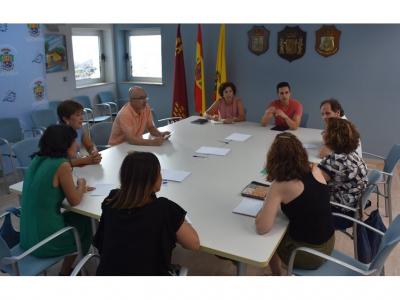 Reunión de los concejales Mario Alcaraz y María José Guillen con los directores de los colegios de Archena
