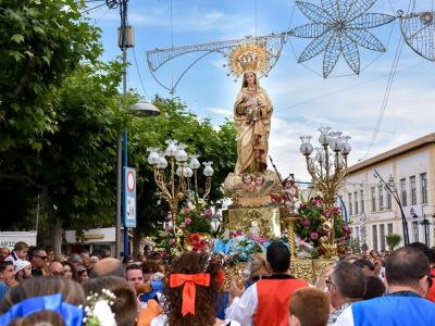 Miles de romeros se dieron cita para acompañar a la Patrona de Archena, la Virgen de la Salud, durante la bajada desde el Balneario. Incluye vídeo de 7 TV