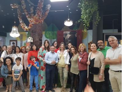 El Concejal en funciones de Comercio, asiste a la inauguración de la nueva librería y taller de manualidades