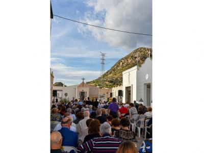 Multitudinaria asistencia a la misa oficial celebrada en el Cementerio Municipal de Archena en el día de Todos los Santos
