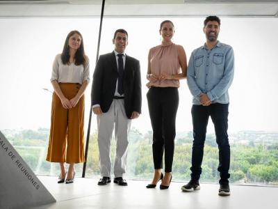 Los arquitectos archeneros María José Guillén y Alberto Gil , recientemente galardonados con el Premio Regional de Arquitectura, felicitados personalmente por la Alcaldesa y el Consejero de Fomento e Infraestructuras