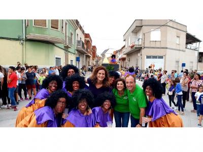 Más de 30 comparsas y unos 1.000 participantes desfilaron ayer tarde en las Fiestas Patronales de La Algaida