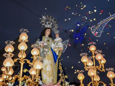 Miles de algaideros acompañan a su Patrona la Virgen del Rosario en la procesión solemne del día grande de sus Fiestas Patronales