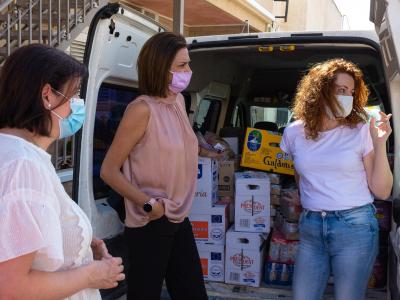 La ambulancia para los refugiados saharauis situada en Archena, preparada para hacerles llegar alimentos y medicamentos