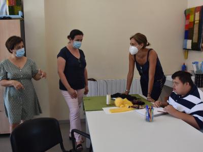 Visita de Alcaldesa y Concejala de Bienestar Social al Centro de Día de Llano del Barco