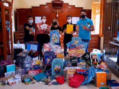 Más de 50 lotes con material escolar recogieron los Jóvenes Cofrades de Archena para Cáritas